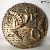 Picaud Maurice Arts Decoratifs Bas Relief Staff Patine Vieil Or    D72cm.JPG