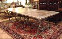 Table pied fer forge patine claire.JPG